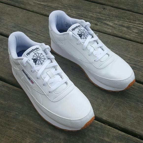 5bb14d0b27b Reebok Classic White Tennis Shoes LIKE NEW